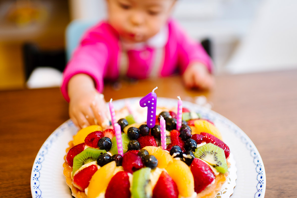 one year old cake smash with a fruit tart