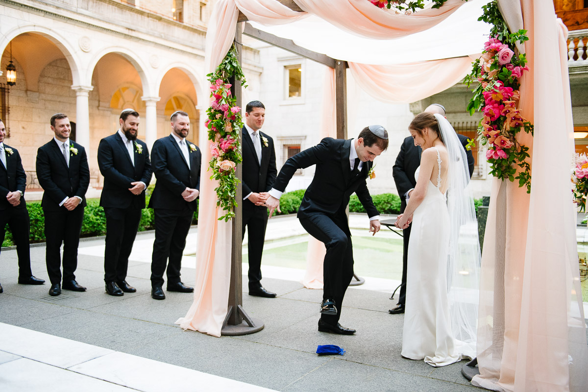 Groom breaks the glass